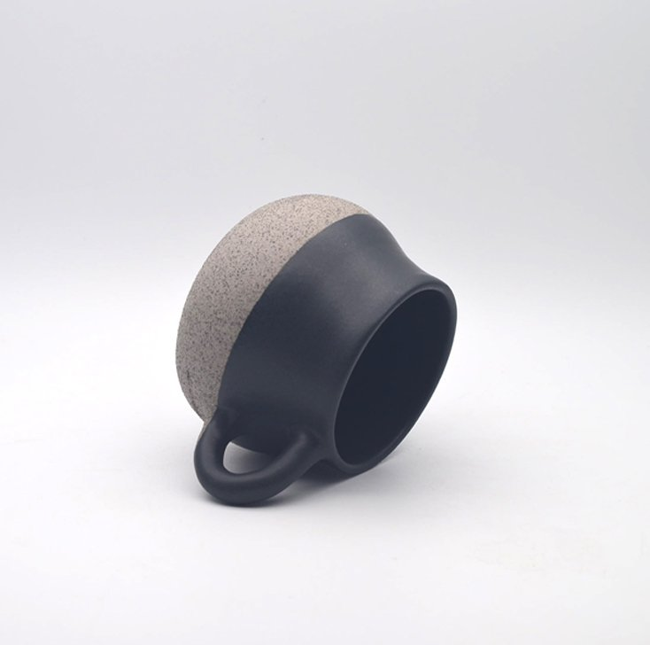 Swinging coffee cup STB